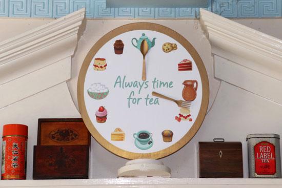 Afternoon Tea (Tony Pernet)